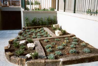 Decoracion jardines con traviesas maderas garc a varona for Decoracion construccion