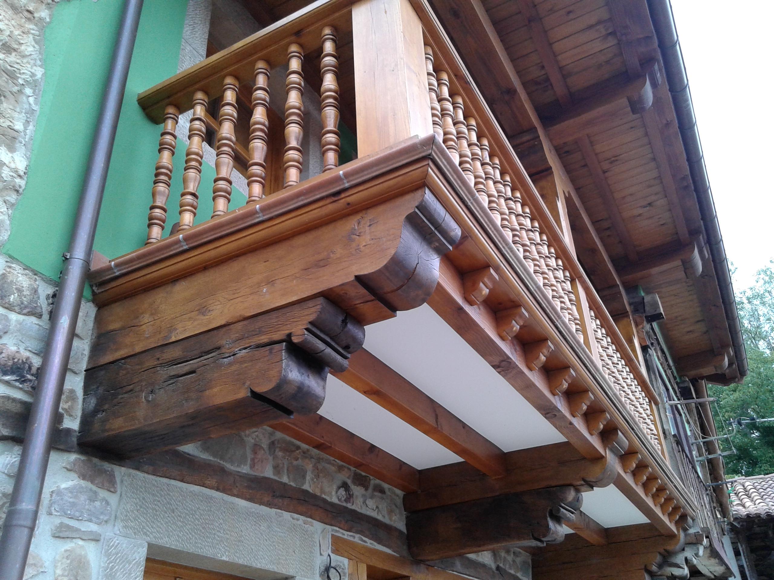 Balcon de madera reconstruido maderas garc a varona - Balcones de madera ...