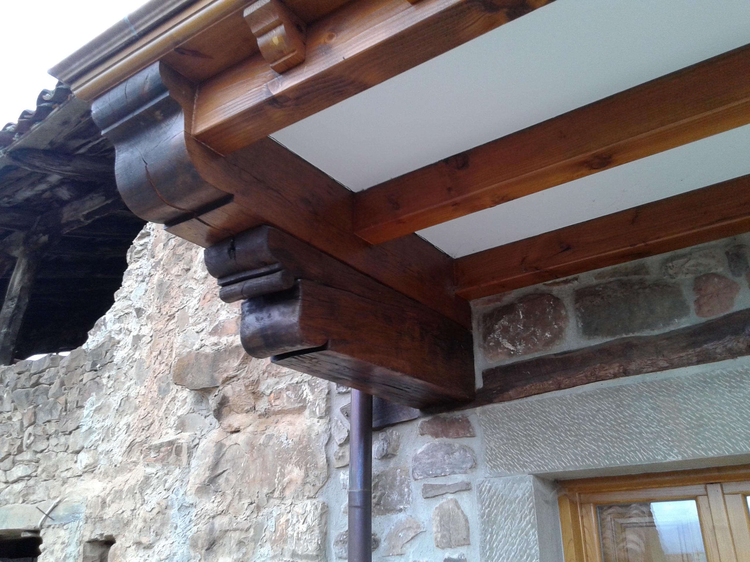 Cambiar vigas de madera closeup de un interruptor elctrico caja clavado a una viga de madera en - Cambiar vigas de madera ...